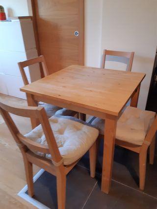Mesa Ikea y 4 sillas