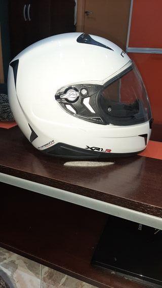 se vende casco de moto semi nuevo 140e