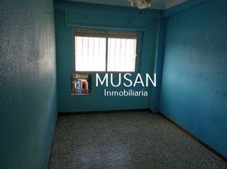 Piso 4 dormitorios en Los Ángeles, Almería