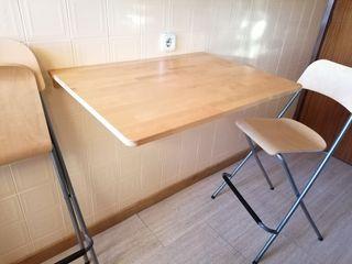 mesa plegable con dos sillas