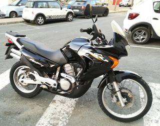 Moto Honda Transalp 650cc.