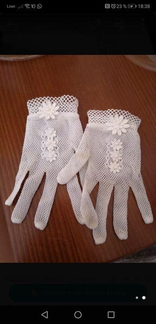 Tiara y guantes
