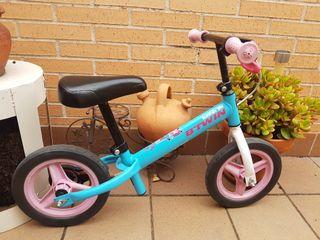 Bicicleta sin pedales. Muy poco uso.