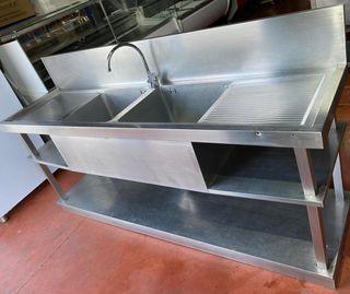 Fregadero industrial con grifo para hostelería