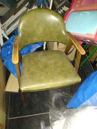 sillón verde con brazos