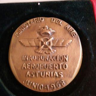 Medalla inauguración aeropuerto Asturias