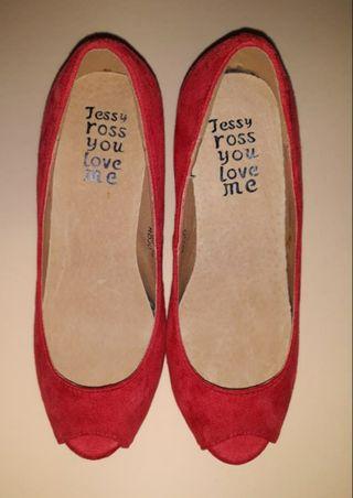 Zapato de salón peep toes rojo