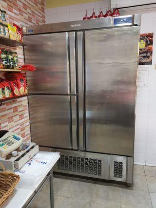 armario frigorífico de 4 años de antigüedad