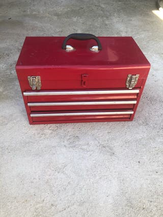 Caja de herramientas metálica con herramientas