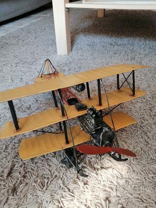 Avión de ojalata