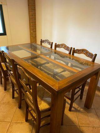 mesa y silla rústica
