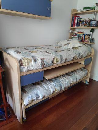 Módulo de dos camas compacto con mesa abatible