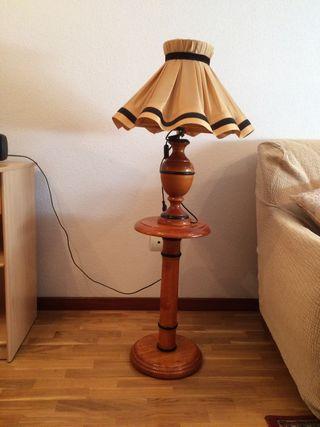 Lámpara de sobremesa con mesita 9€