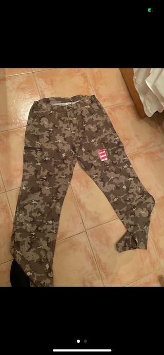 Pantalones camuflaje L nuevos decathlon