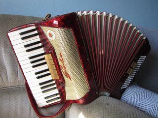 acordeon solo de 80 bajos