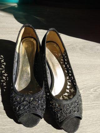 Zapatos bajitos fiesta negros