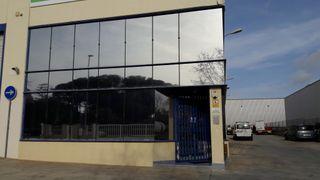 Nave industrial con oficinas