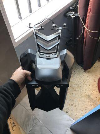 Guardabarros portamatriculas tmax 530