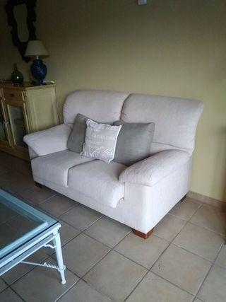 Sofá de tela beige