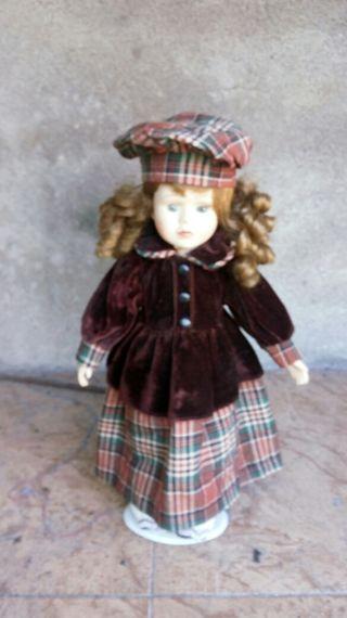 muñeca de colección de porcelana
