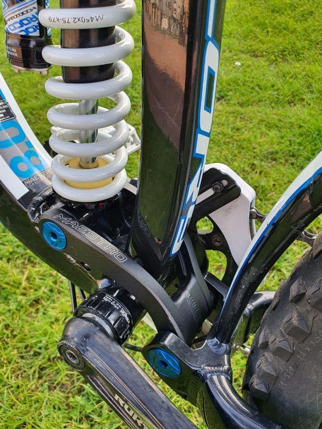 Bicicleta de descenso Giant glory
