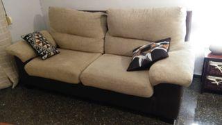 un sofa de 3 plazas
