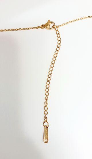 cadena +colgante de acero bañado en oro