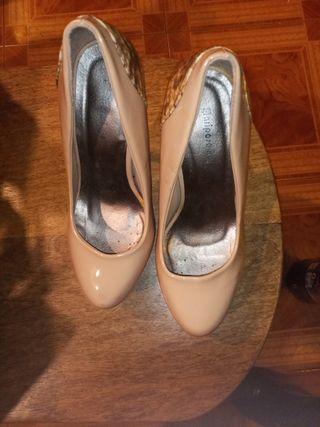 Preciosos zapatos de tacón súper altos con platafo
