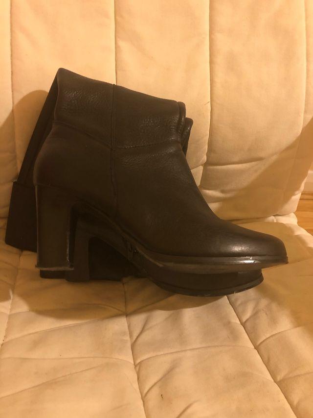 Jones leather boots