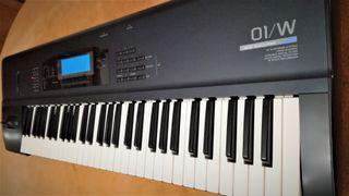 Korg 01/W Piano y sintetizador (Original - Japan)