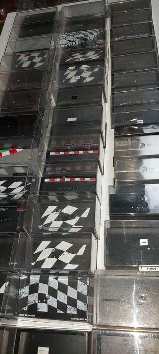caja vacía vitrina pedestal RBA