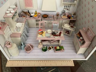 Se realizan escenas dioramas casa muñecas