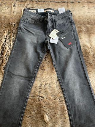 Pantalón levis mujer 711 talla 24x32