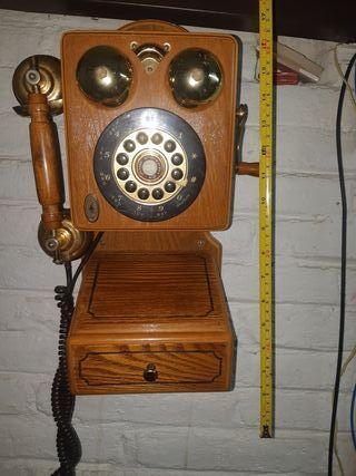 Teléfono pared imitación de antiguo