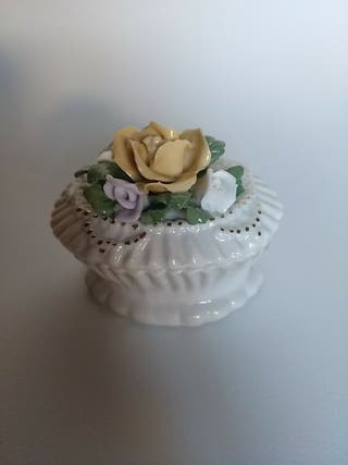 Joyero pequeño de porcelana