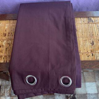 Dos cortinas color berenjena sin usar