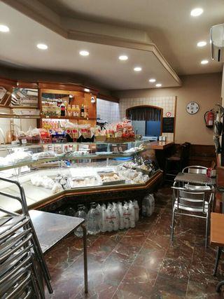 SE TRASPASA PANADERIA CAFETERÍA EN TERRASSA