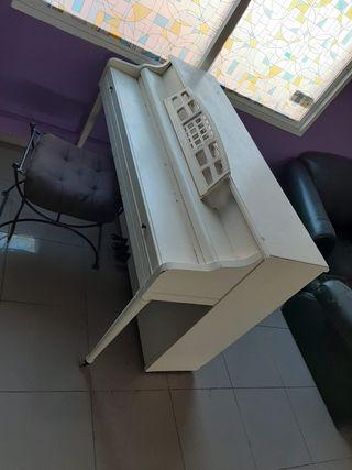 Piano antiguo para restaurar