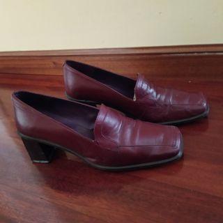 Zapatos de piel granates número 37