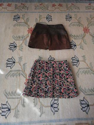 Mini faldas de piel marrón y estampado