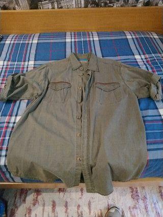 Camisa tipo 'safari' marca Coronel Tapiocca