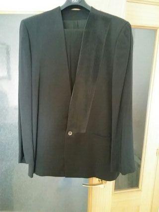 traje en color negro vintage marca ADOLFO DOMINGUE