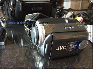 Cámara de video JVC Everio con Hard drive de 30GB