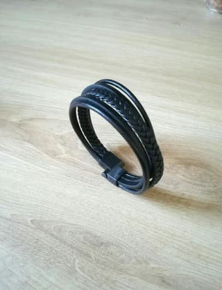 lot 2 bracelets en cuir noir neuf