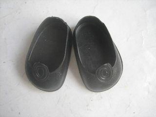 zapatos negros botón muñeca Nancy Famosa antiguos