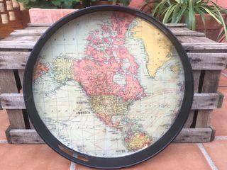 Antigua bandeja con mapa
