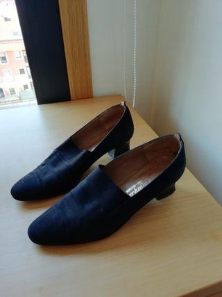 Zapatos negros de tacón bajo