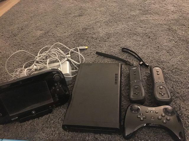 WiiU Negra con 4 mandos y 7 videojuegos incluidos