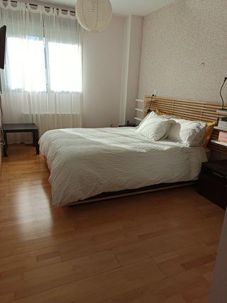 Cama Mandal con cabecero y muebles de habitación