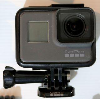 GoPro Hero5, tarjeta de memoria 128 GB, accesorios